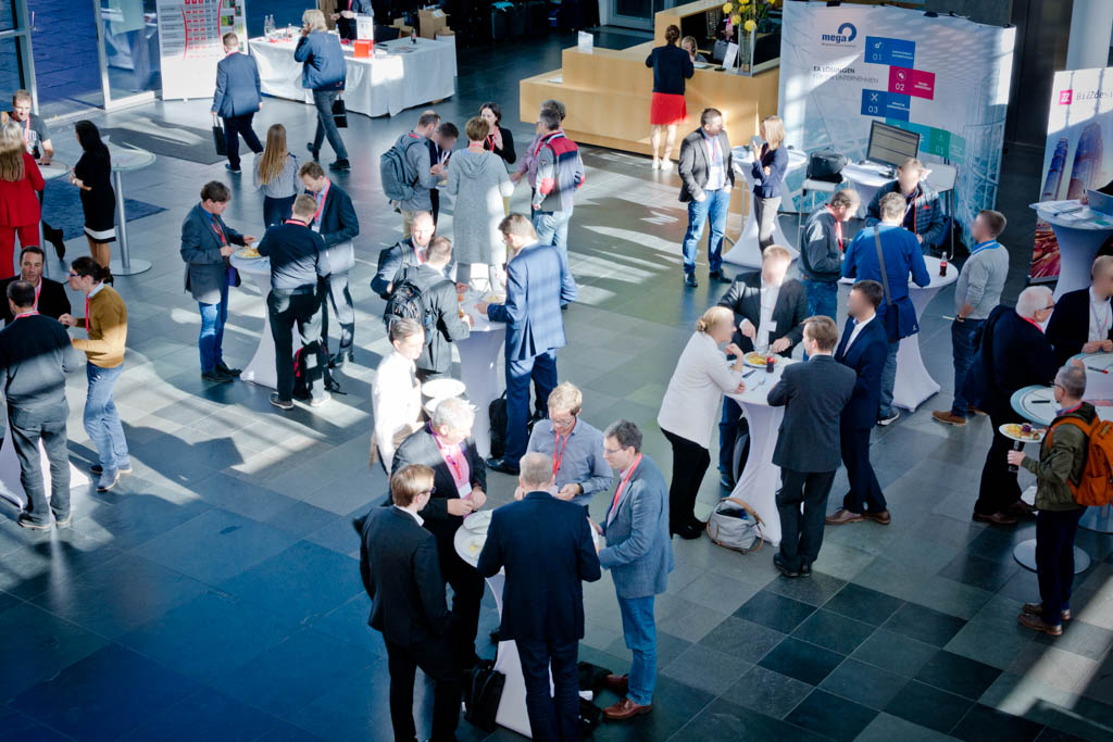 Mittagspause & Networking im Foyer