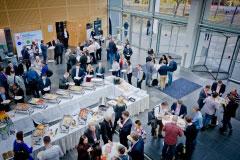 Mittagspause mit Buffet im Foyer & Networking